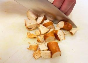 Klein geschnittene Brezenstuecke fuer Rezept
